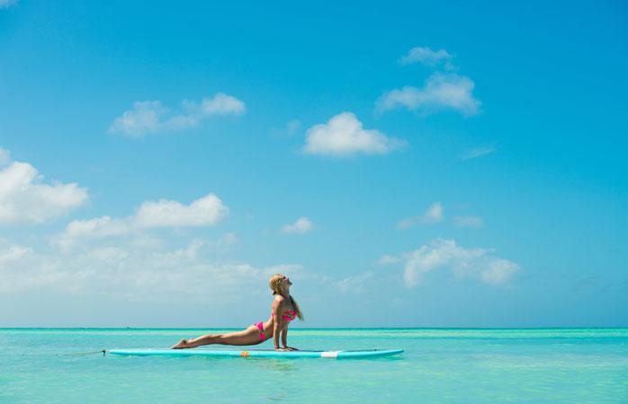 Kokeile SUP-joogaa Rachel Brathenin Island Yoga -retriitissä.