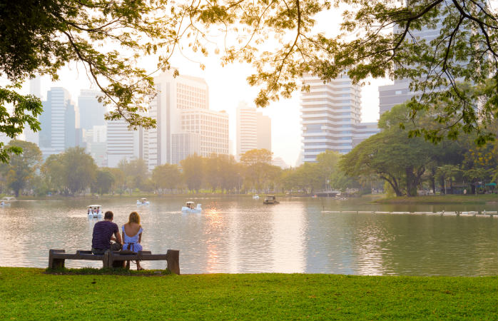 Bangkokin nähtävyydet ihastuttavat, kuten vehreä Lumphini-puisto