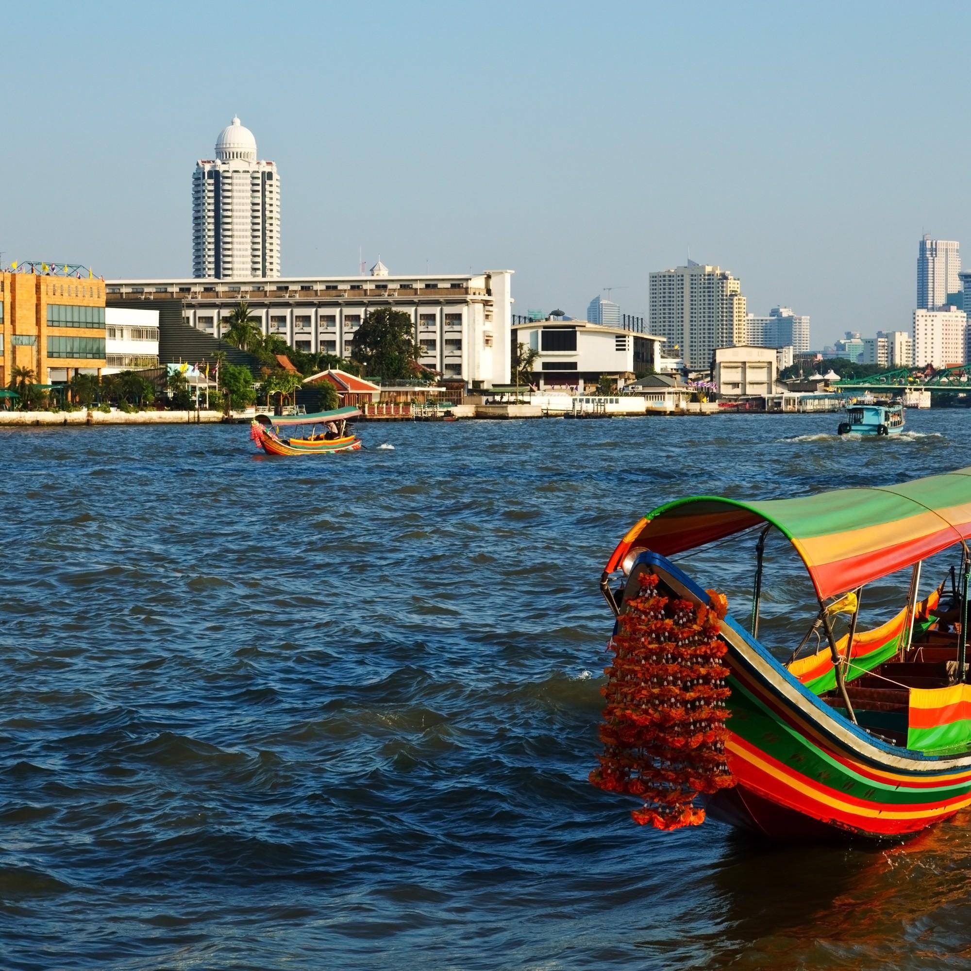 Veneily Chao Praya -joella on mielekästä tekemistä Bangkokissa