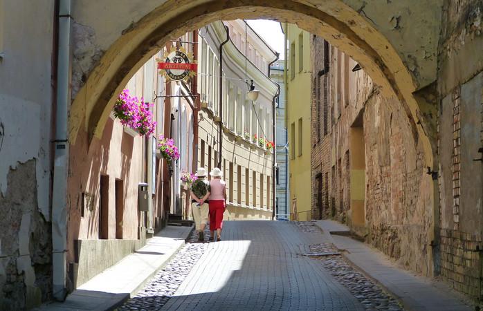Keskiaikaiset mukulakivikadut kiemurtelevat ympäri Vilnaa