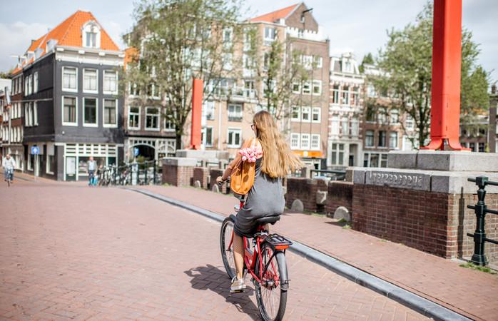 Amsterdam on yksi suosituimmista kaupunkilomakohteista, minne suomalaiset matkustavat