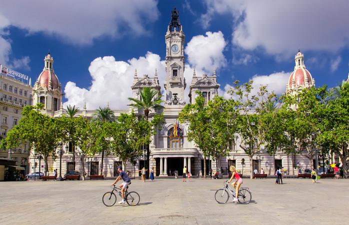 Aurinkoinen ja vehreä Valencia on erinomainen kaupunkilomakohde