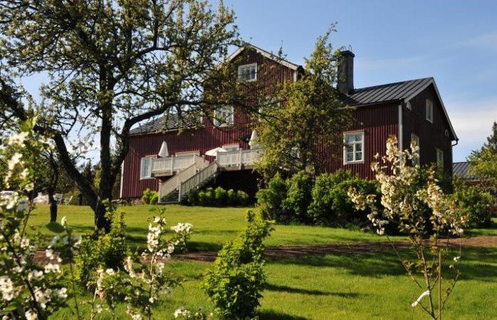 Westerby Gård tarjoaa rauhaisaa kartanomajoitusta Inkoossa