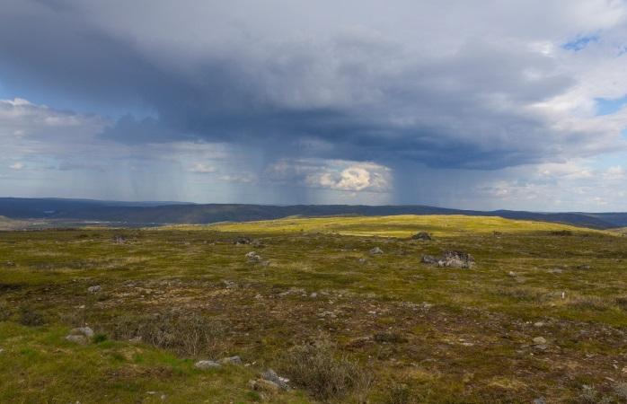 Kaldoaivin erämaassa Sevettijärvi-Pulmanki-vaelluksella läsnä ovat sinä, erämaa ja taivaankansi