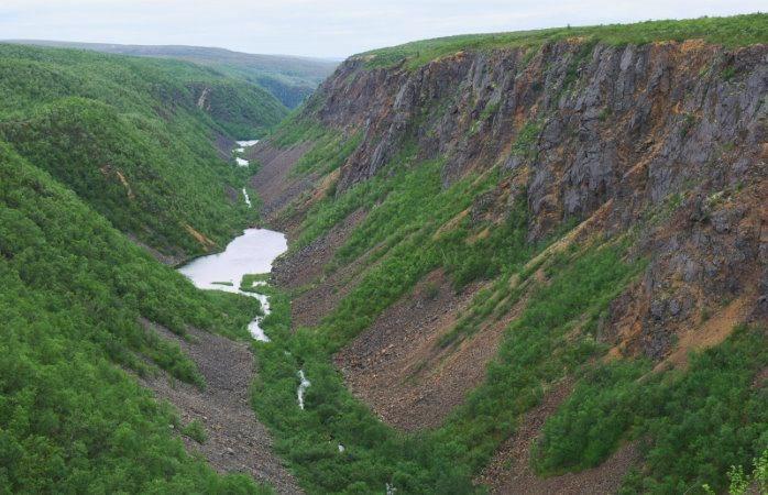 Kevon kanjoni tarjoaa upeiden maisemien lisäksi fyysistä haastetta vaeltajalle